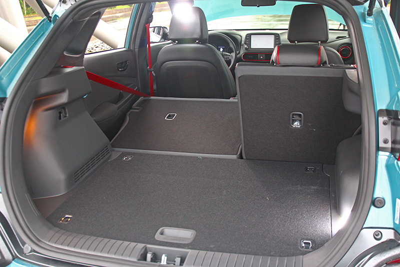 透過6/4分離座椅Kona擁有361~1143公升置物容積。