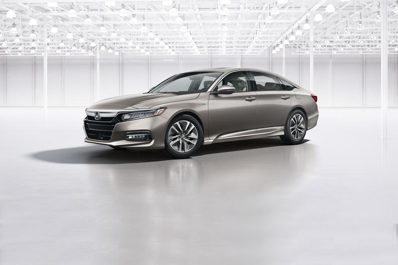 Accord Hybrid系統轉換間擁有平順反應,實際駕駛也有17.24km/L油耗水準。