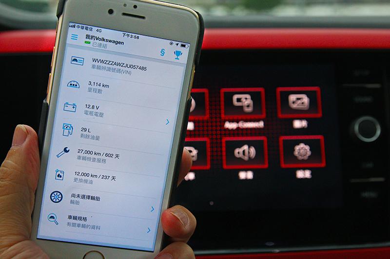 10.25吋數位儀表與Volkswagen Connect福斯智聯,不論行駛間資訊辨識,或是油耗、里程、路徑記錄等都能輕鬆讀取。