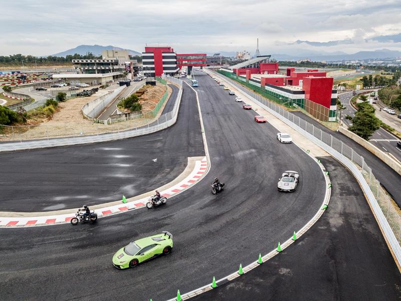 「麗寶國際賽車場」於11月1日開幕時的官發空拍畫面,可以看出周邊仍在施工。