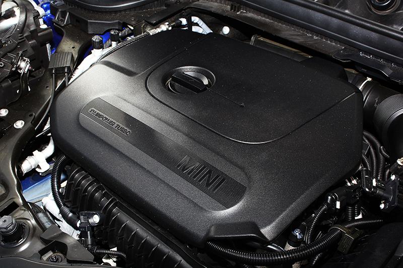 1.5升直列三缸渦輪增壓引擎具備136hp最大馬力及22.4kg-m峰值扭力,夠用!