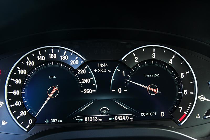 新年式X3 sDrive20i升級8.8吋多重行車模式儀表板。