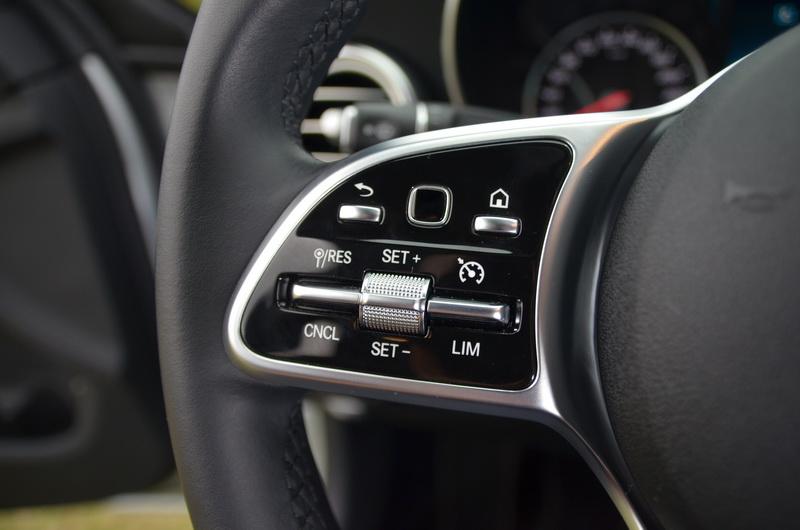 原本獨立的DISTRONIC操作撥桿已整合於方向盤左側面板