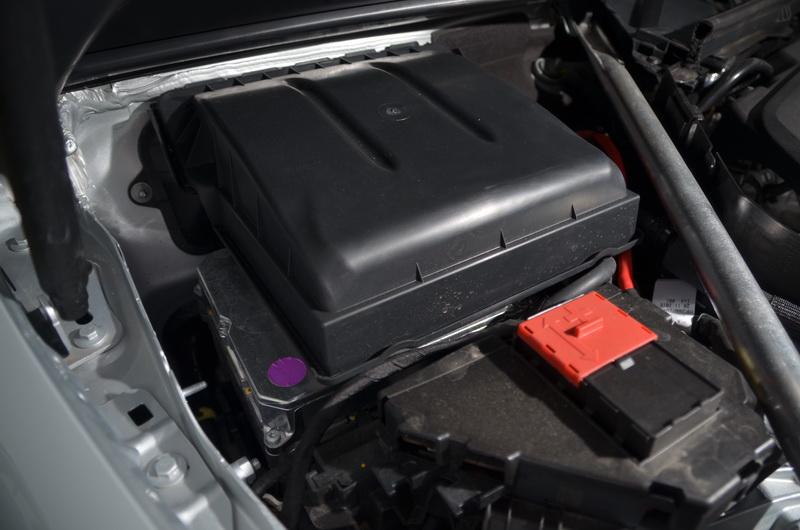 48V輕型複合動力的專用電池安裝於原本12V電池的引擎室內