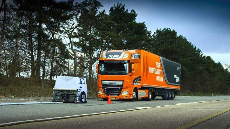 新型甲類大客車需加緊急煞車輔助系統,新型大型車則需車道偏移警示系統。