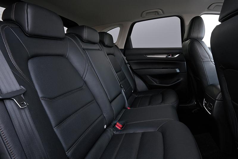 CX-5後座空間受惠於長軸距表現不俗,但座椅無法前後調整位置。