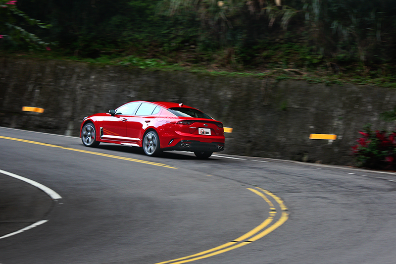 Sport模式才讓Stinger表現出GT轎跑應有的聲浪與硬朗感受。