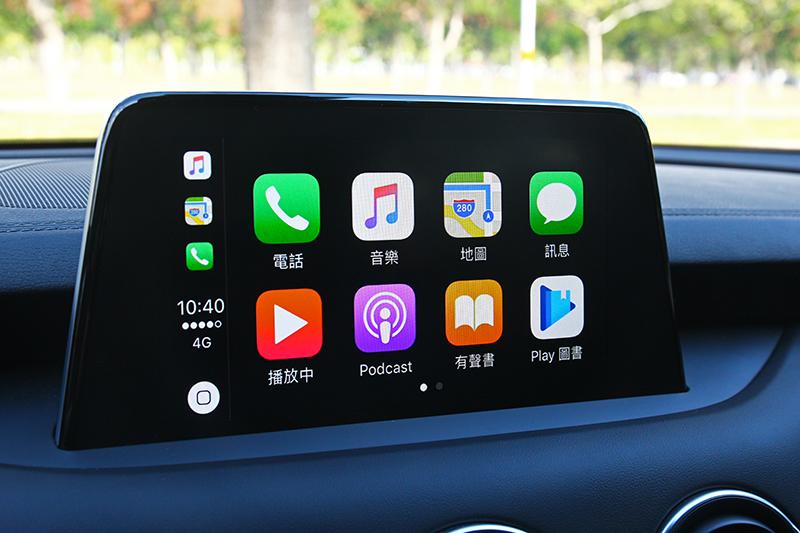 8吋觸控螢幕具有支援Carplay/Android Auto與導航等多項功能。
