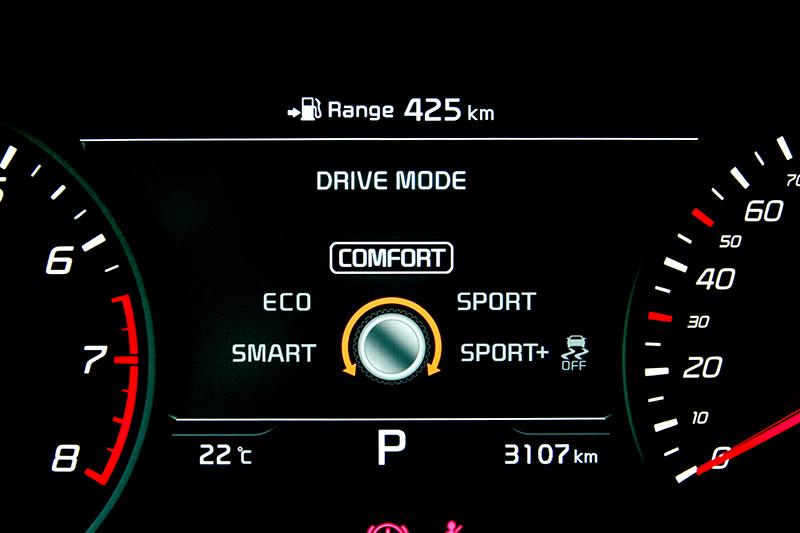 可從儀表資訊幕得知車輛G值、油耗、動力輸出與行車模式等功能。