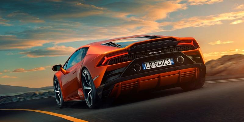 車尾也將排氣管上移並搭配新式擾流飾板,與先前相比不僅空氣力學更為出色,下壓力也提昇5倍。