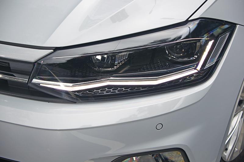 LED遠近光頭燈,科技感與安全考量兼備。