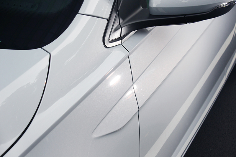 刻畫鮮明的箭矢型雙肩線設計,是全新世代Polo不容錯認的部分。