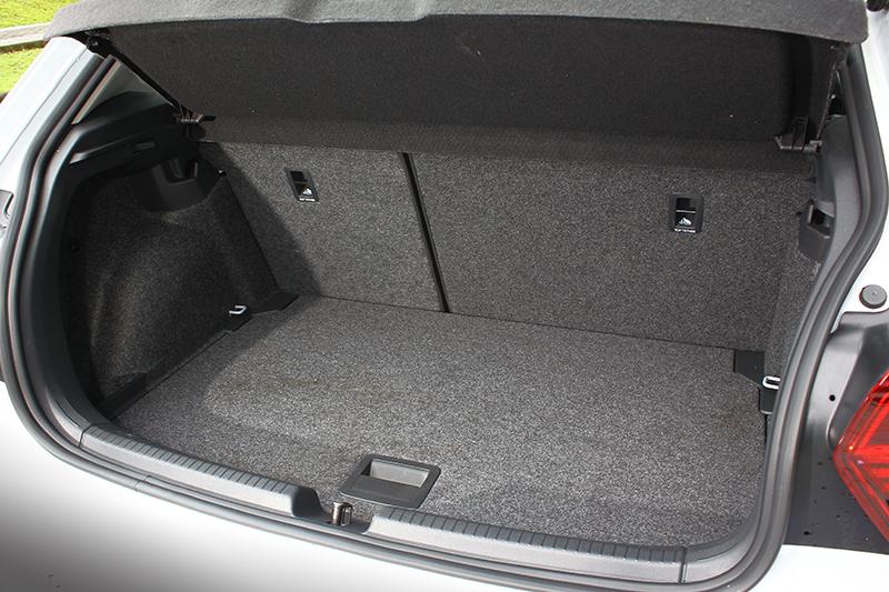一般狀態下便已有351升行李箱容積,放置尋常物件不費吹灰之力。