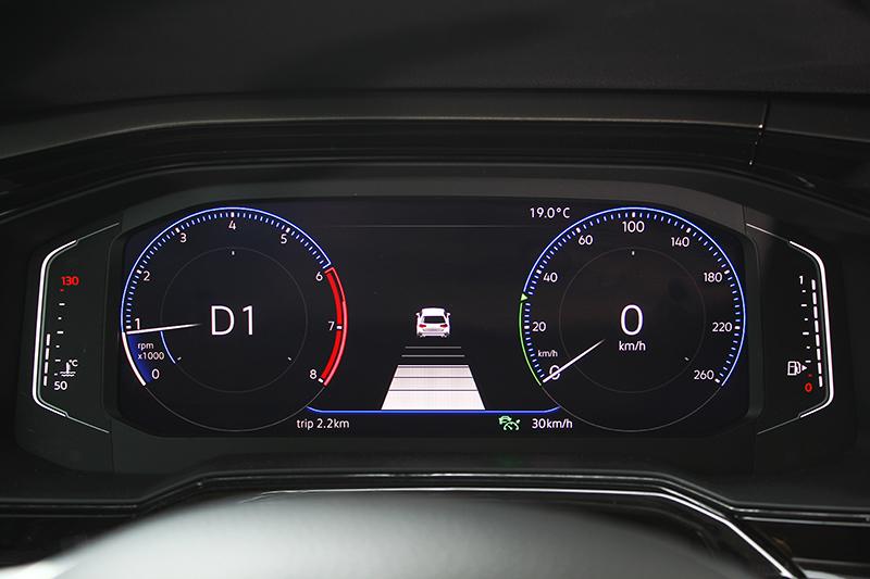 全新世代Polo全車系皆配有MSB模組化安全駕駛系統,入門車型可選用ACC主動式固定車距巡航系統與Front Assist車前碰撞預警系統,高階版本更是悉數標配。