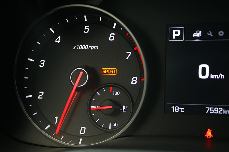 當Sport燈號亮起,在Sport模式下動力輸出分外豐沛強悍,方向盤反饋亦更顯沉手。