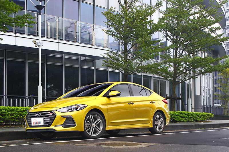 與一般版本ELANTRA相較,Sport車型的外觀鋪陳仍舊低調卻隱現熱血。