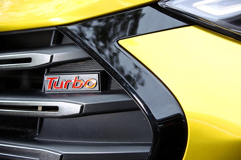 水箱護罩上的Turbo銘牌,代表ELANTRA Sport無與倫比的性能實力。