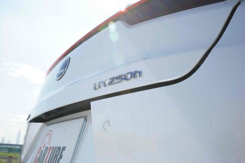 尾門的250h字樣也是少數能區分出油電版的特徵