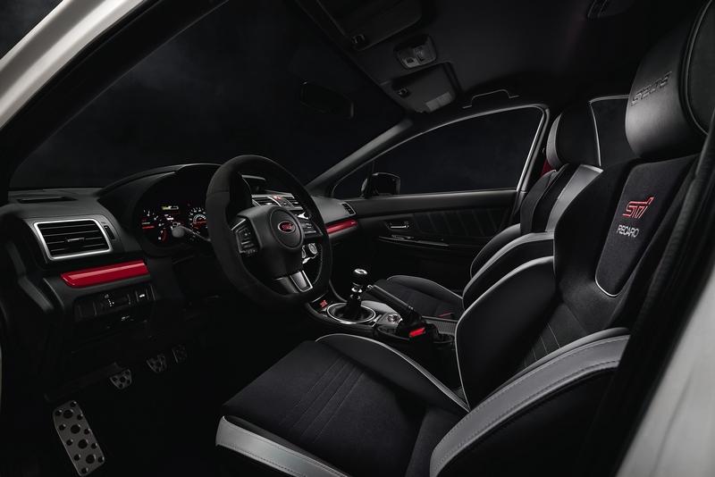 反皮材質座艙加上Recaro與六速手排,這些就已讓車迷興奮。
