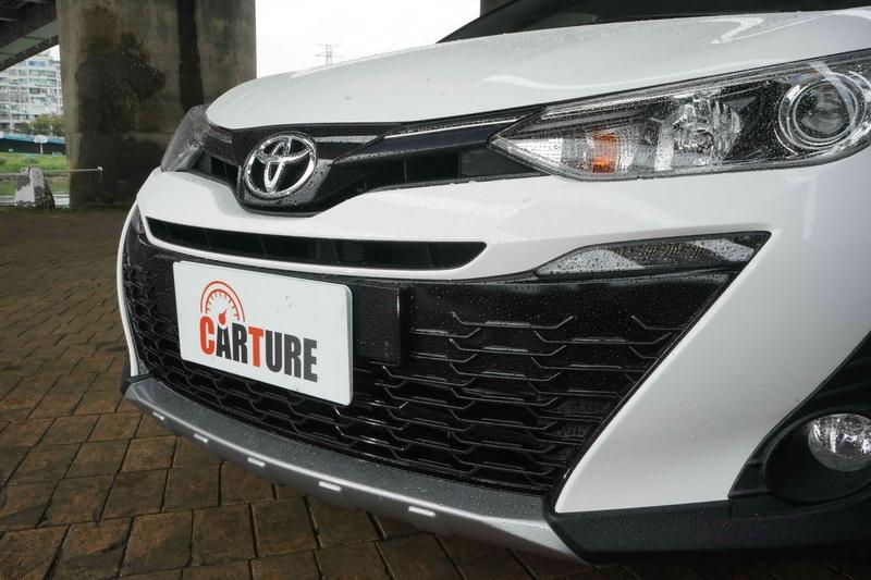 車頭換上了黑色的廠徽飾蓋、霧燈飾板、霧銀下護板等套件