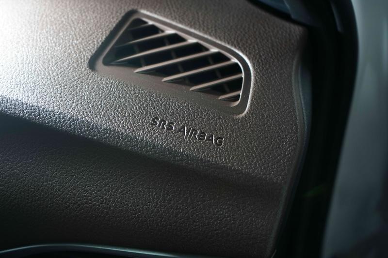 豪華版除了標配免鑰匙進入、引擎啟動按鍵、定速巡航系統,並將氣囊補足至7具