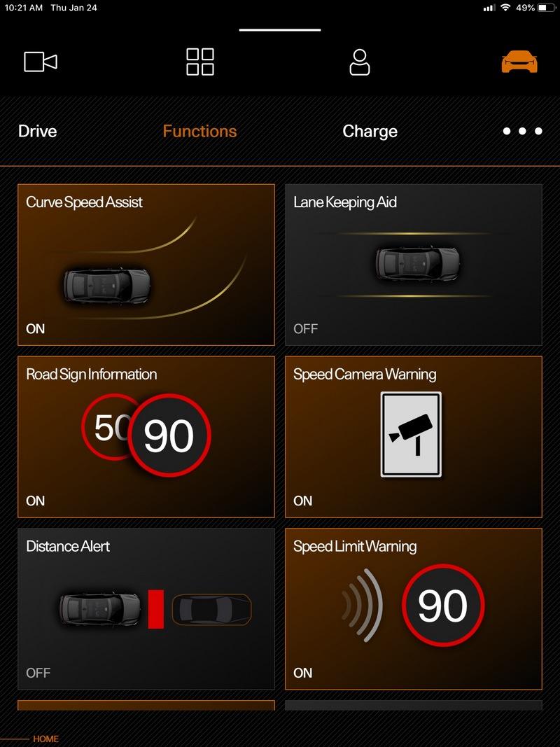 Polestar 2具有限速提醒、盲點偵測、車道偏離警示、前方主動煞車等多項主動式安全配備。