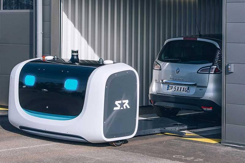 停車機器人會自動將車輛移至車位,透過緊密的停放可以爭取更多空間。