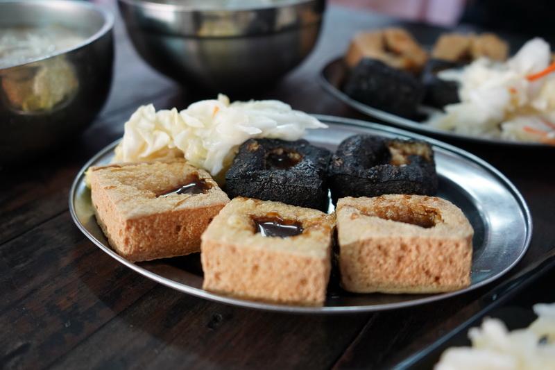 少見的黑皮臭豆腐採中藥泡製而成,獨特色澤與香氣讓人難以忘懷