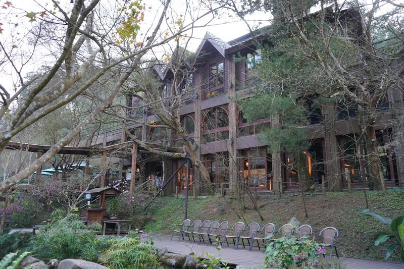 餐廳造型相當有特色,有的像城堡、有的像樹屋