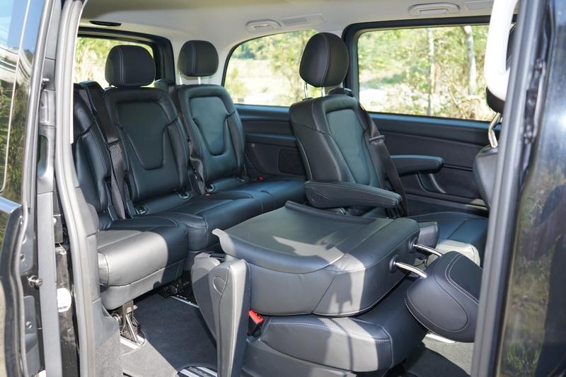 V 250d擁有4,895mm的車長,即便是第三排的座位空間仍相當寬裕