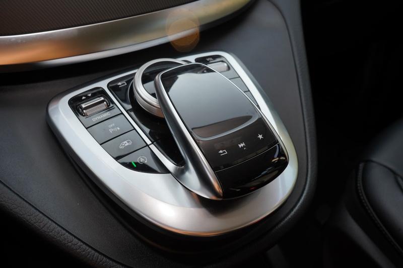 觸控手寫板、行車模式按鈕、怠速熄火等功能皆比照轎車規格