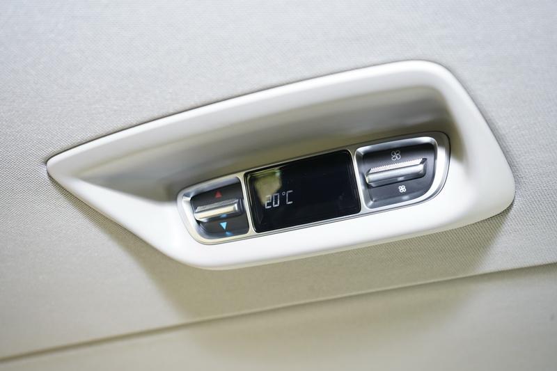 後艙也有獨立的空調控制按鍵