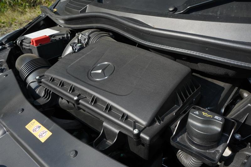 V 220d配置的同樣是2.2升渦輪增壓柴油引擎,不過馬力輸出小幅調降至163匹
