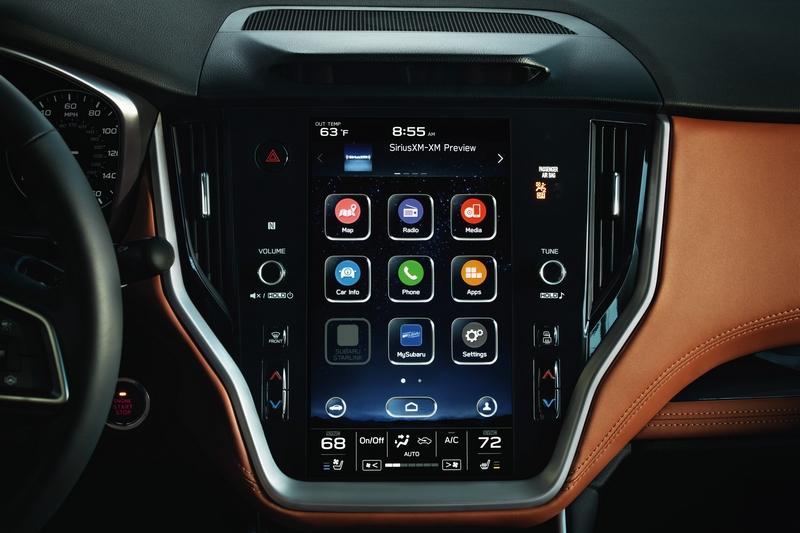 11.6吋觸控螢幕支援Apple CarPlay、Android Auto功能,同時也整合傳統按鍵改以觸控操作。