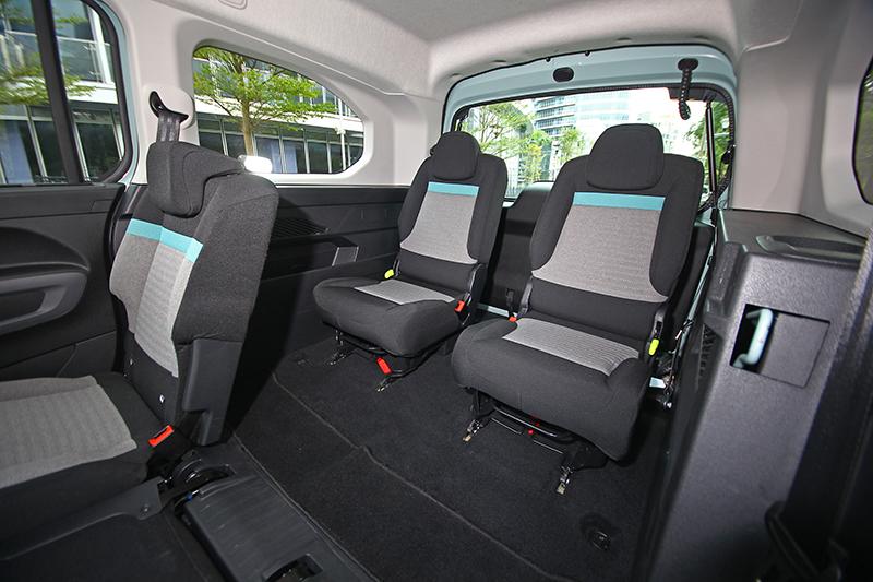 看看這第三排空間,有幾款七人座車型比得上Berlingo寬敞舒適?
