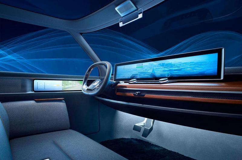量產版Urban EV保留概念車寬幅螢幕配備。