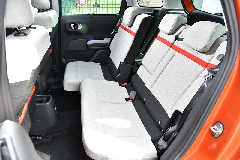 後座椅可40/60前後滑移,此外椅背角度也能小幅度調整。