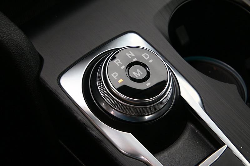 新Focus改為旋鈕式排檔設計,使用上需要一點時間適應。