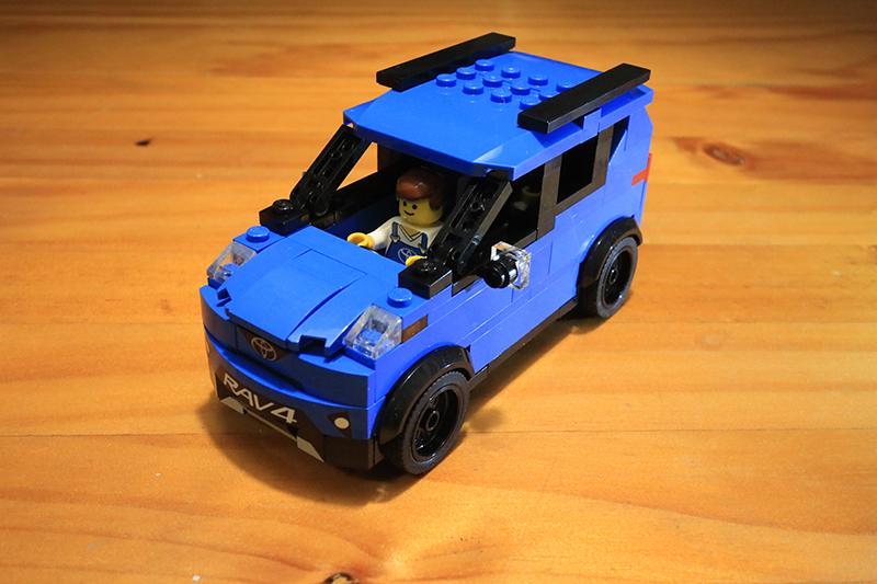 可以看出這輛車許多特徵都強調著是輛四代RAV4。