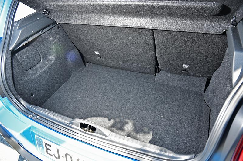 行李廂容積達300升,可配合40/60分離座椅提升乘載能力。