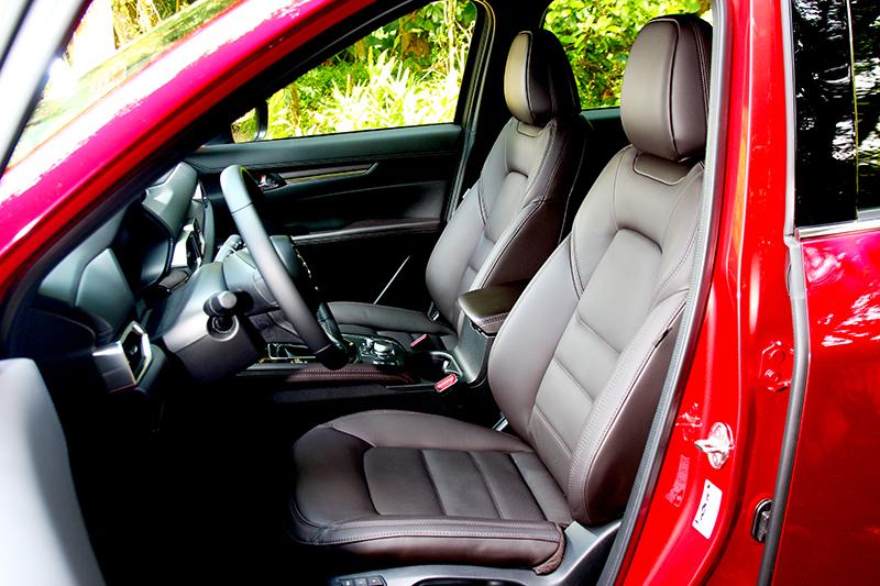 Nappa皮質與通風功能也是2.5升車型專屬。