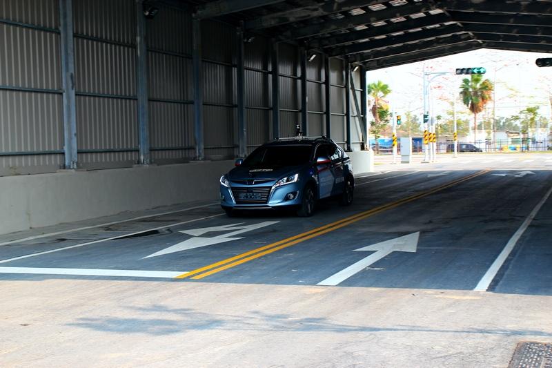 藉由隧道來測試當GPS失去訊號其它設備作動反應。