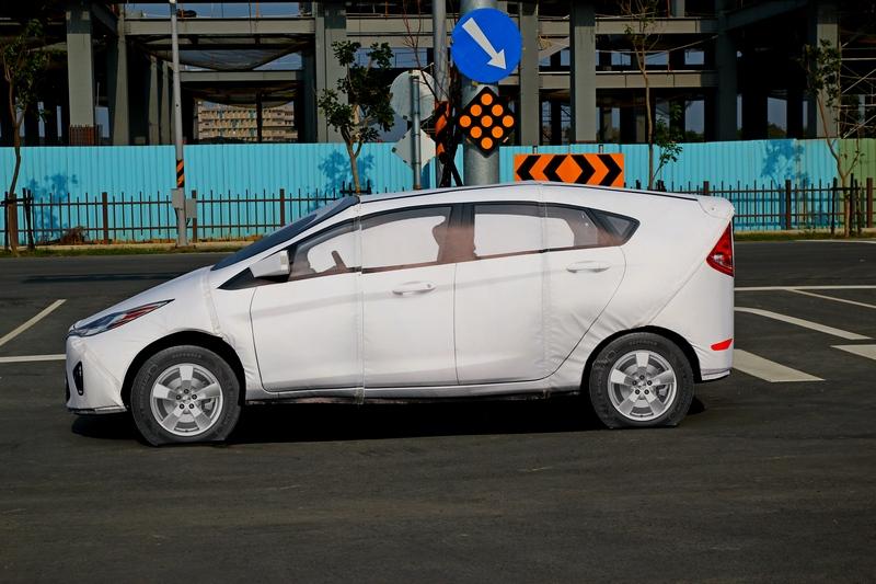 不要小看這軟式目標車,這可是比超跑還貴,車輛本身加上移動平台與其它所有設備,總計要價三千萬元。