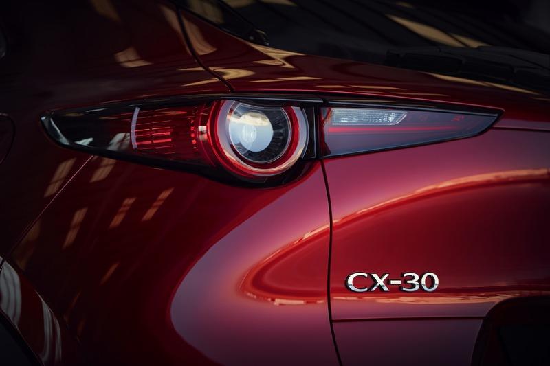 CX-30是介於CX-3與CX-5之間的全新級距車型。
