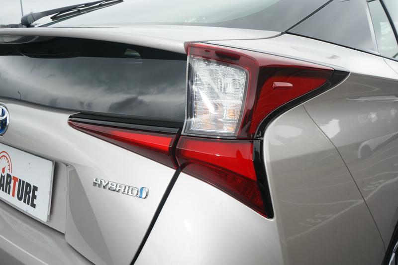 原本採直列式的尾燈已改為橫置式造型