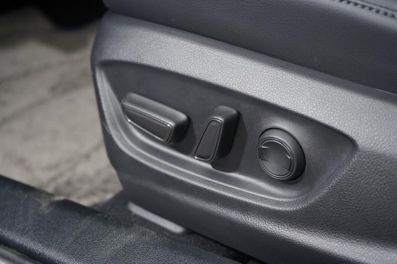 駛座椅亦升級為8向電調功能與腰靠款式
