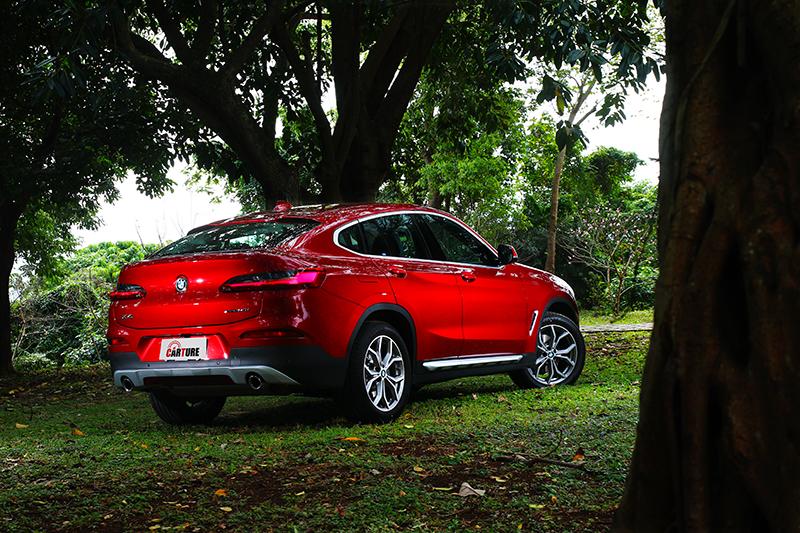 X4同時兼具Coupe跑車身形及休旅車內在優勢。