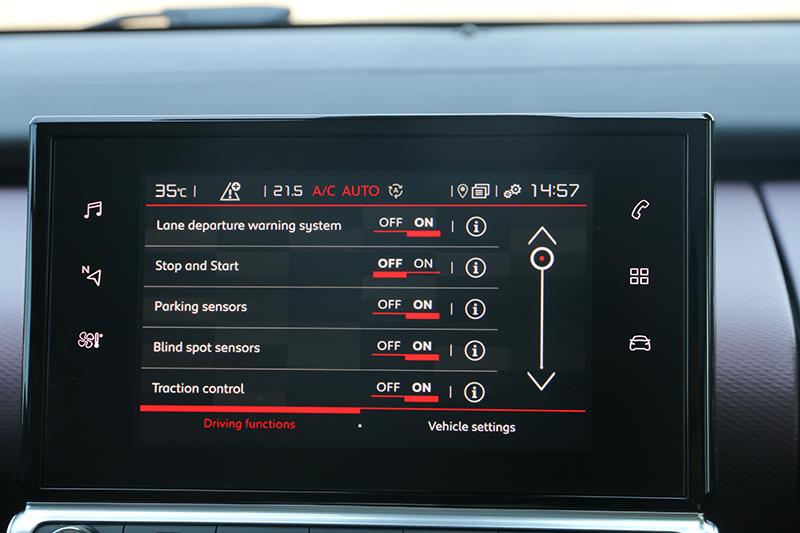 7吋觸控螢幕掌管各項設定,亦可選用盲點偵測、車道偏移警示等各式駕駛輔助系統。