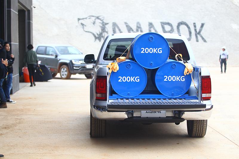 看到沒?200+200+200=600,光是貨斗就已放上600kg的重物。