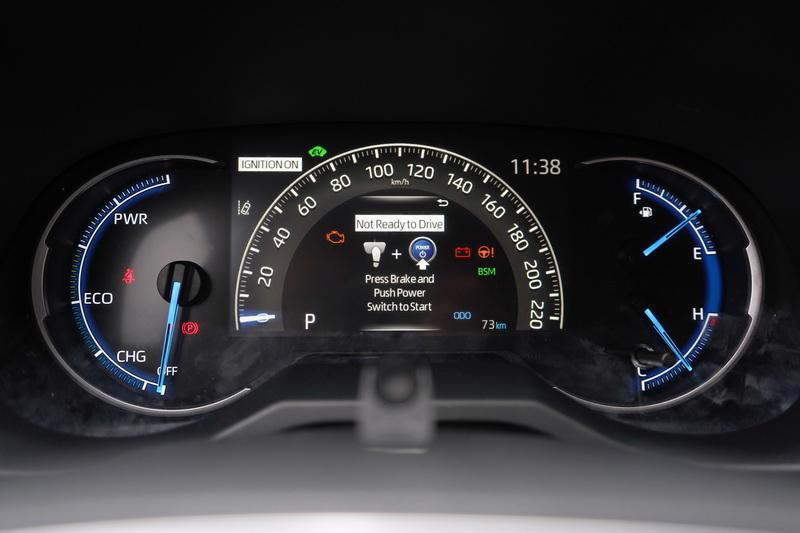 7吋中央全彩駕駛儀表看起來更具科技感
